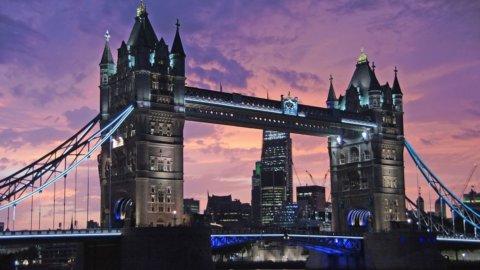 Londra crolla e contagia tutte le Borse: Mediaset, Atlantia e Telecom ko