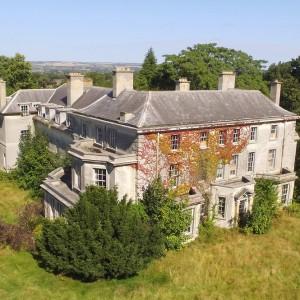 Inghilterra, villaggio dello Yorkshire in vendita a 20 milioni: arriva un'offerta