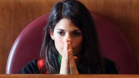 Roma: Raggi, pace armata con Grillo
