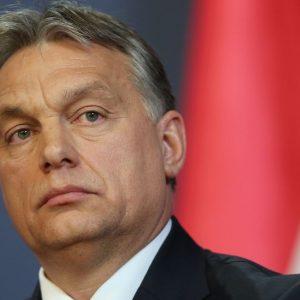 """Ungheria, Orbán approva la """"legge schiavitù"""". Ecco cosa prevede"""