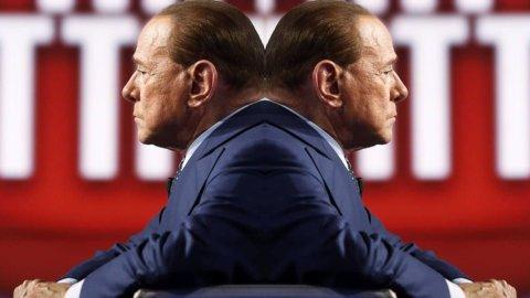 Referendum, Berlusconi bifronte: riconosce che Renzi è l'unico leader ma vota NO