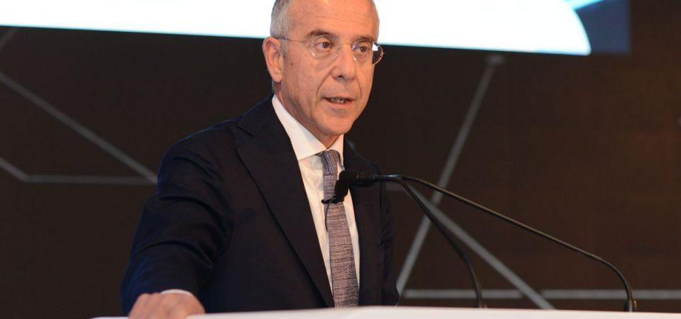 Enel: utili oltre il previsto, Ebitda in calo, obiettivi confermati