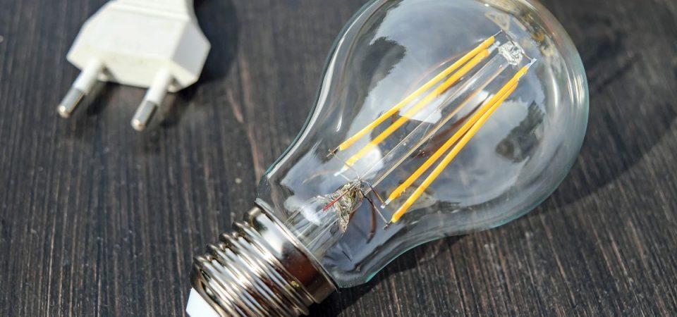 Prezzi gas e luce in salita: aumenta il gap Italia-Ue