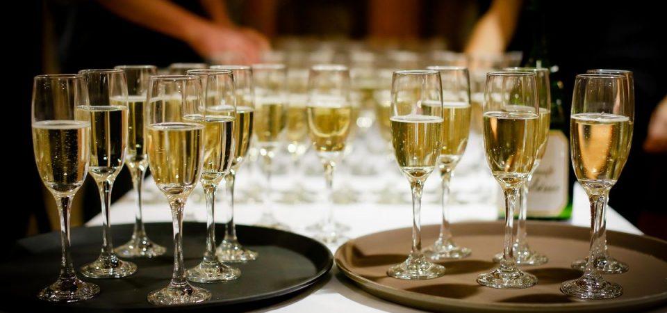 Natale: spumante e prosecco all'attacco dello champagne