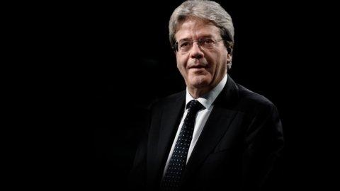 """Alitalia, Gentiloni: """"No a nazionalizzazione"""""""