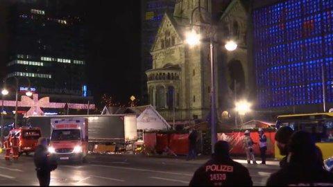 Attentato a Berlino: camion sulla folla