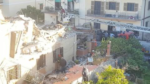 Roma: crolla palazzina di 2 piani (VIDEO)
