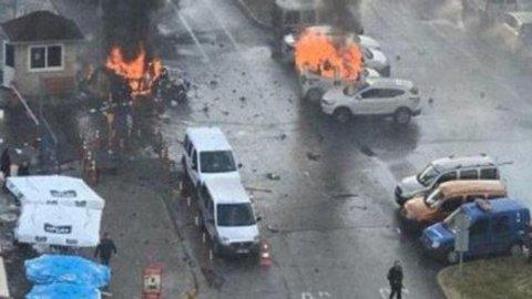 Turchia, attentato a Smirne: morti e feriti