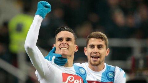 Calcio, il Napoli stende il Milan e l'Inter cerca la sesta vittoria (VIDEO)