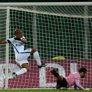 L'Inter espugna Palermo e sorpassa il Milan