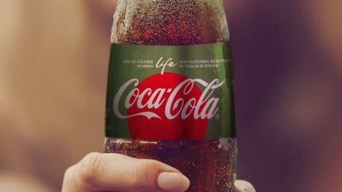 Coca Cola, via alla rivoluzione: meno zuccheri e lattine più piccole