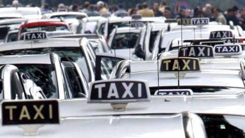 Taxi, quinto giorno di sciopero degli irriducibili