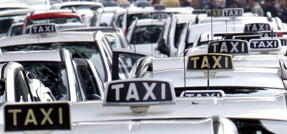 """Uber tenta la pace con i taxi: """"Incontriamoci"""""""