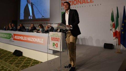 """Pd, Renzi si dimette ma avverte la minoranza: """"Niente ricatti, si va al Congresso"""""""