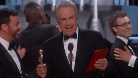 "Gaffe da Oscar: ""Vince La La Land. Anzi, no…"""