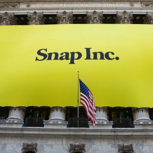 Borsa in rialzo con Unicredit e Yoox, debutto record per Snapchat