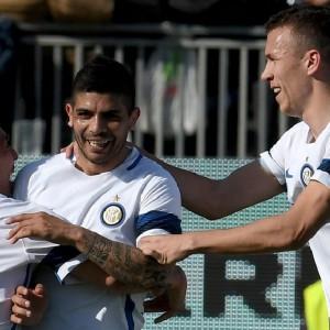 Inter: 5-1 a Cagliari e +1 sul Milan