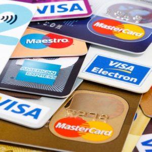 Carte di credito in vacanza: tutti i costi e 10 consigli per evitare truffe
