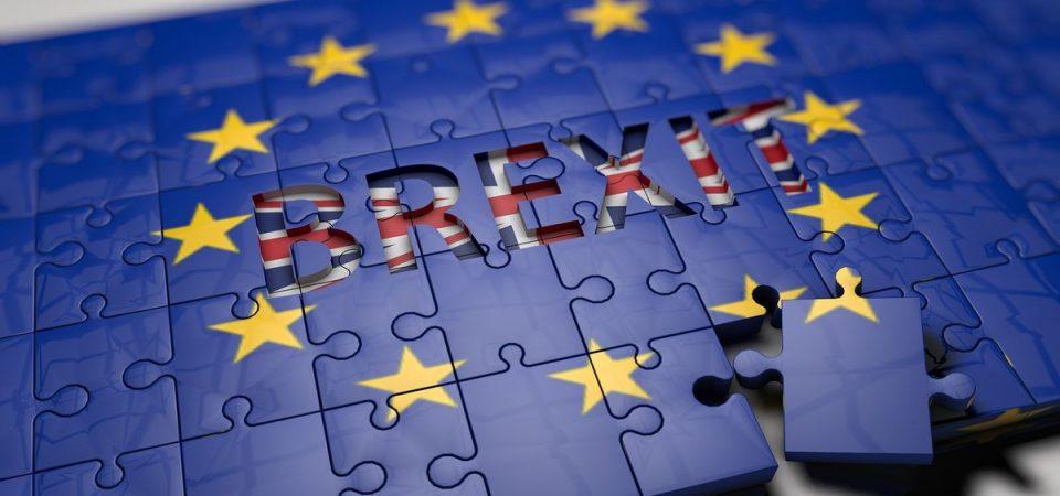 Brexit: May in bilico sull'accordo con la Ue