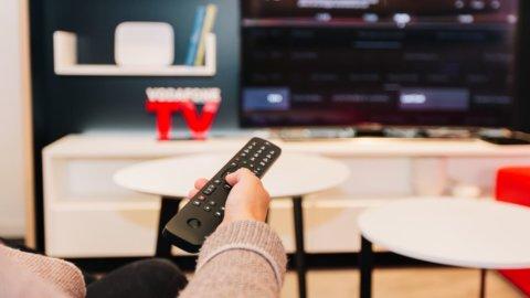 Tv, Vodafone rilancia: digitale terrestre, Sky e Netflix con un solo decoder