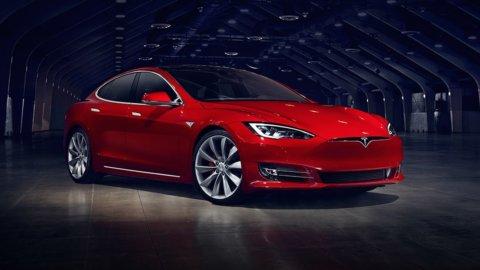 Svolta Tesla: vendite Model 3 solo online per ridurre i costi