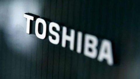 Toshiba: maxi perdita per svalutazione Usa