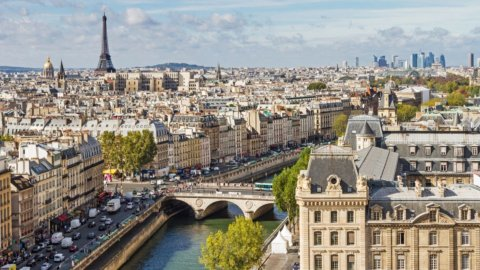 Macron manda in orbita le Borse: boom di Piazza Affari (+4,7%) e delle banche