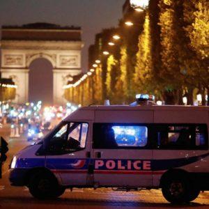 Attacco Parigi, si ferma campagna elettorale