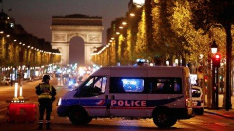 Parigi, attentato su Champs Elysees: morto un poliziotto