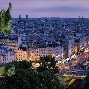 Parigi tiene le Borse in tensione e Piazza Affari scivola
