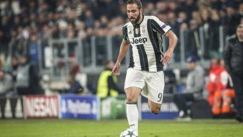 Juve, goleada e primato: tocca al Napoli rispondere nel derby
