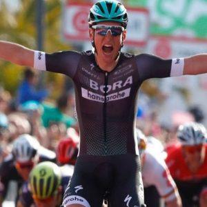 Giro: a Olbia Postlberger beffa i big