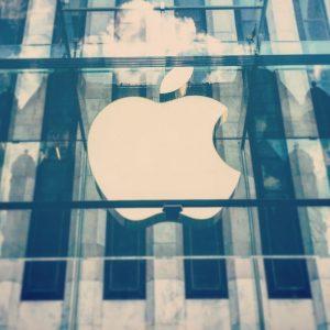 Apple trascina al record Wall Street e la new economy, Cina e India al top