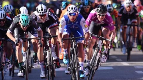 Giro: Gaviria fa il bis, Jungels in rosa