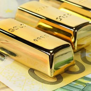 Manchester tiene le Borse sulla corda: corsa a oro e yen, euro super