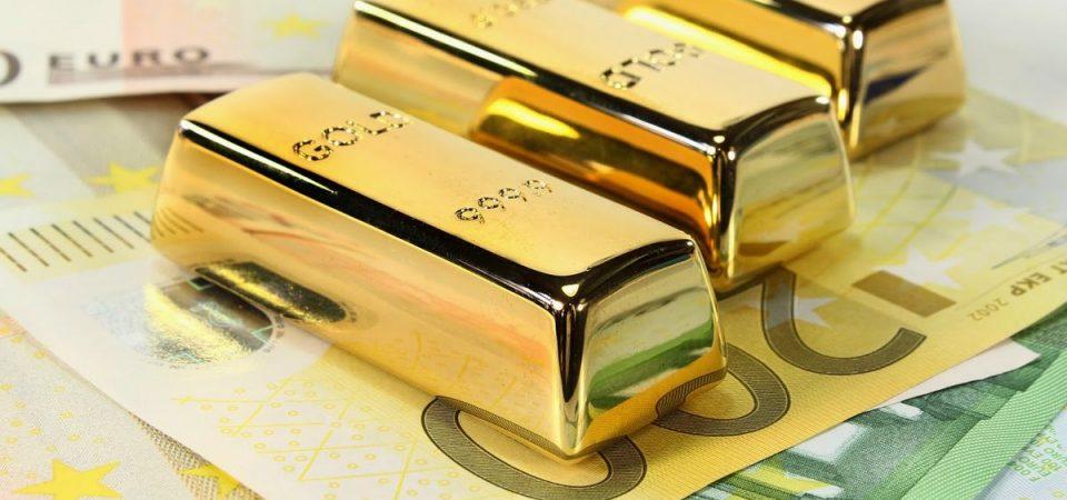 Borsa, domina il risiko bancario. Oro record