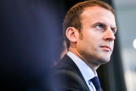 "Francia, Macron fa autocritica: ""Aumenteremo i salari minimi"""