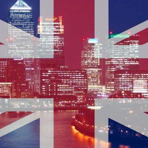 Le Borse reggono al voto inglese, ma Milano frena. Crolla la sterlina