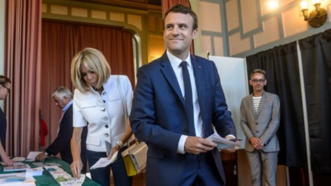 Francia, legislative: stravince Macron, flop Le Pen. Astensione da record