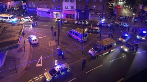 Londra: van sui fedeli fuori da una Moschea