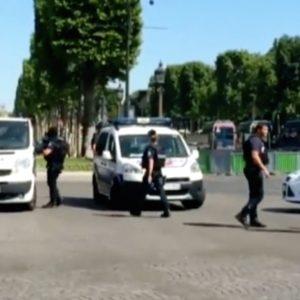 Francia: attentato sugli Champs-Elysees
