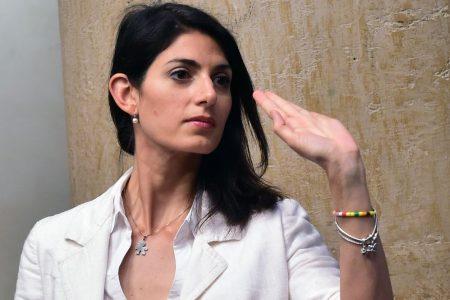 Roma: Raggi assolta, domenica referendum Atac