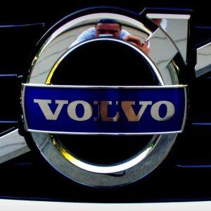 Rivoluzione Volvo: dal 2019 produrrà solo auto elettriche o ibride