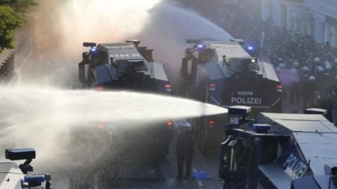 G20 Amburgo, scontri con i manifestanti