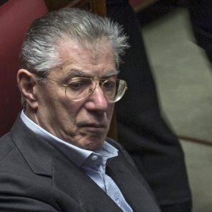 Lega: Bossi condannato a 2 anni e 3 mesi