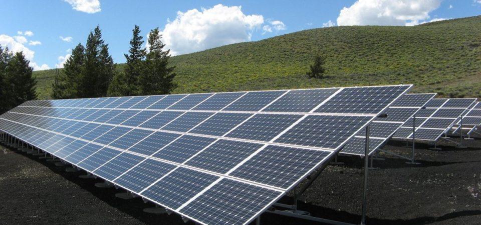 Terna: il caldo abbatte i consumi elettrici, boom del fotovoltaico