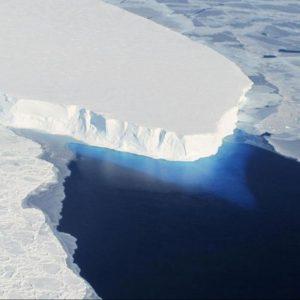 Antartide, si stacca l'iceberg più grande della storia