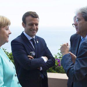 """Migranti, Macron non cede su """"economici"""""""