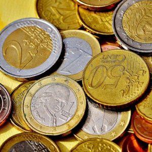 La Catalogna frena l'euro, Bitcoin crolla, Milano al record di Ipo