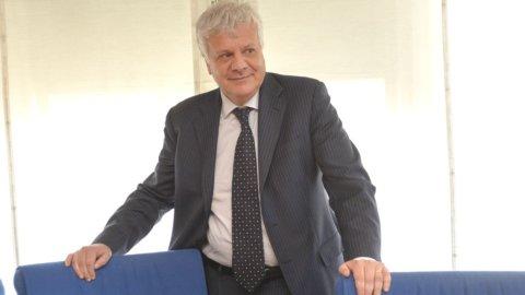 """Il ministro dell'Ambiente Galletti: """"Incendi, mare, clima: indietro non si torna"""""""